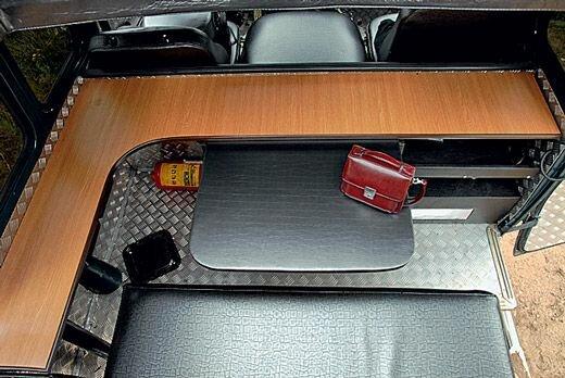 Угловой стол внутри салона УАЗ-а