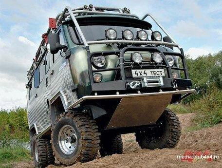 Заряженная буханка-лимузин: УАЗ-3909